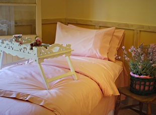 Sheet set and quilt cover Pink.jpg